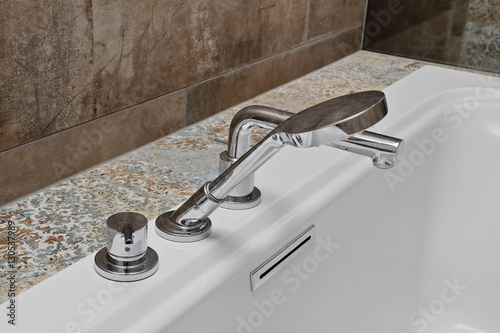 Salle de bain moderne tendance avec carrelage effet for Carrelage salle de bain tendance 2016