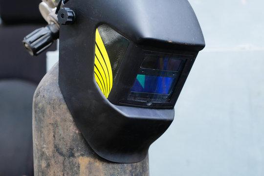 Welding helmet and gas cylinder