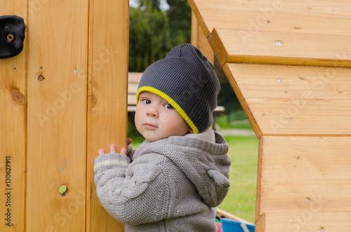kleinkind spielt im garten stockfotos und lizenzfreie bilder auf bild 130627911. Black Bedroom Furniture Sets. Home Design Ideas