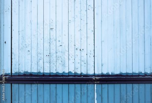 Mati re peinture bleu porte bois peindre fa ade garage latte l zd - Peindre porte garage bois ...