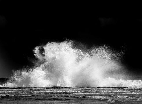 Waves crashing at Coledale