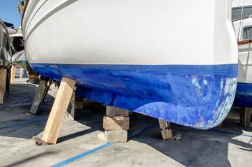aufgestämmtes Segelboot