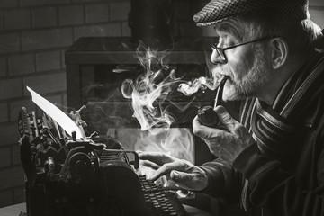 Mann mit Pfeife und Rauch schwarz weiß