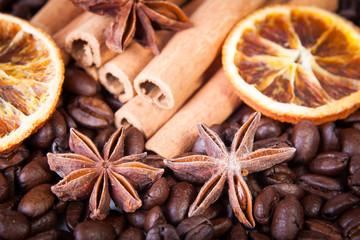 Anissterne mit Kaffeebohnen