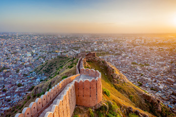 Zelfklevend Fotobehang Vestingwerk Aerial view of Jaipur from Nahargarh Fort at sunset