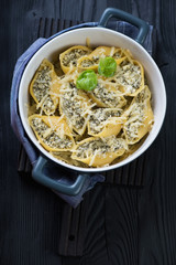 Conchiglioni with cottage cheese and spinach in a baking dish