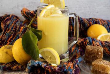 Heiße Zitrone gegen Erkältung
