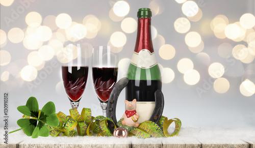 Silvester dekoration gl cksbringer und sekt stockfotos for Silvester dekoration