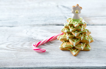 Gingerbread tree on white wooden surface