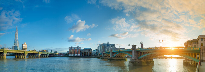 Panorama of Thames river on sunset