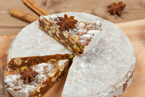 Foto: Homebaked Panforte Made Of Hazelnut, Pistachio, Cashew Nuts, Fig