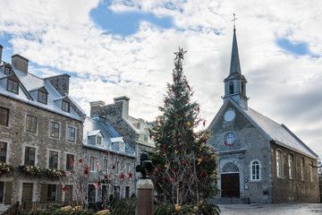 Fotomurales - Place Royale (Royal Plaza) and Notre Dame des Victories Church decorated for Christmas - Quebec City, Canada