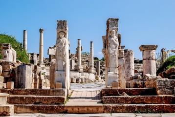 Säulen in Ephesos