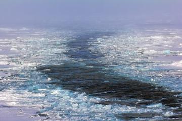 icebreaker on way to North pole