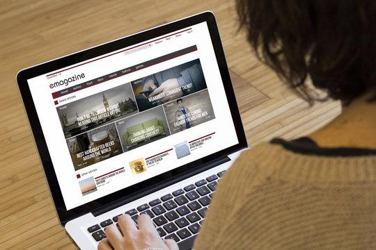woman computer online magazine