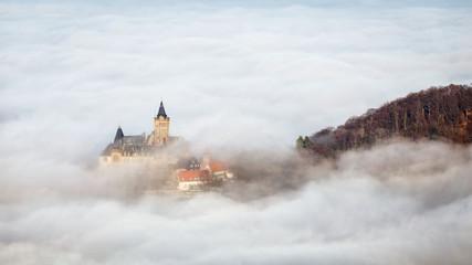 Wernigeröder Schloss im Nebelmeer