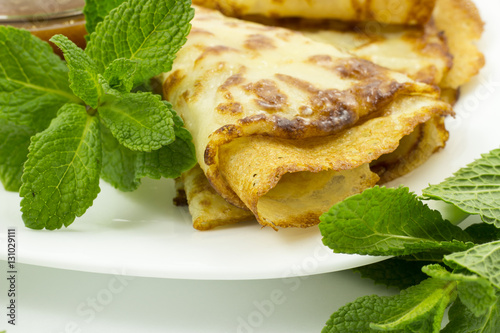 "Crepes on a white plate with mint leaves and a Cup of honey"" Fotos de ..."