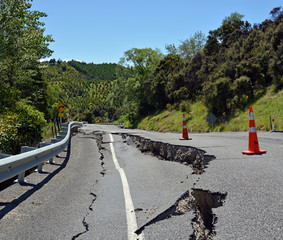 Massive Cracks in The Hunderlee Hills after Kaikoura Earthquake