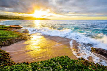 Fototapete - Gorgeous Hawaii sunset on Oahu's North Shore