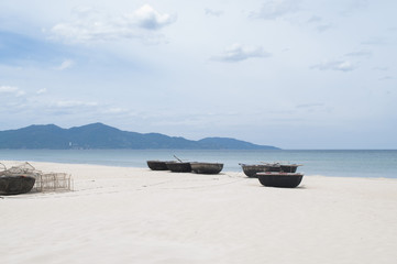 traditional vietnamese boats