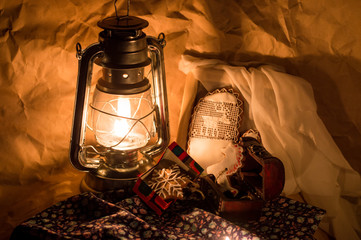 Gingerbreads and lamp.
