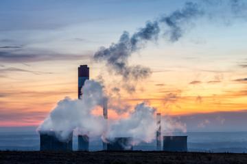 Fototapeta Dymiące kominy elektrowni na Górnym Śląsku obraz
