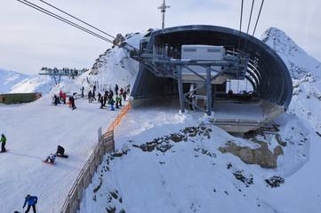 Austria: Mittelstation im Wintersportort Sölden im Tirol