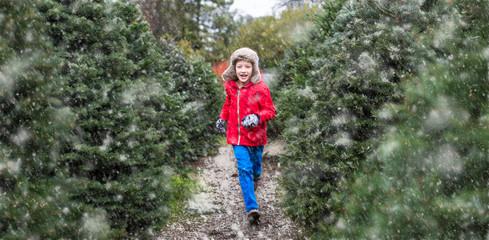 kid at christmas market