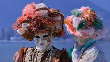 costumes d'apparat à Annecy dans les Alpes