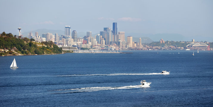 Downtown Seattle waterfront on a sunny Spring afternoon