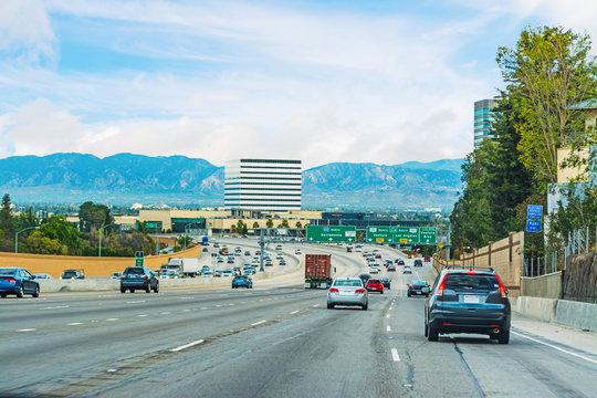 traffic in 405 freeway northbound