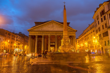 Fototapete - view of ancient Pantheon church in Rome illuminated at blue night, Italy