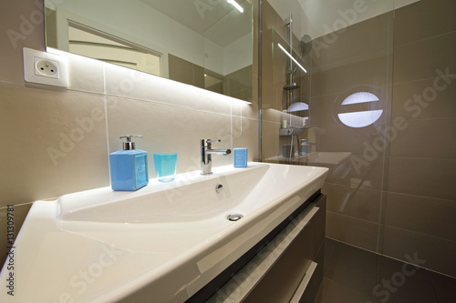 Salle De Bain Douche Italienne Stock Photo And Royalty Free Images On Pic 131309781
