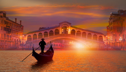 Gondola near Rialto Bridge in Venice, Italy Fototapete