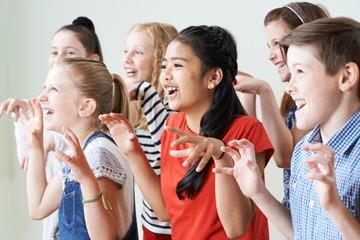 Group Of Children Enjoying Drama Club Together Fototapete