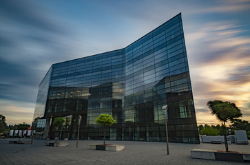 Keuken foto achterwand Industrial geb. Office building with glass facade,Modern office building in the evening