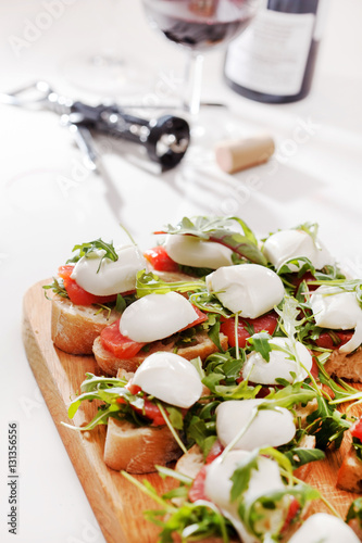 "Tomato, mozzarella and arugula sandwich"" Стоковая ..."