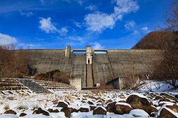 冬の新中野ダム