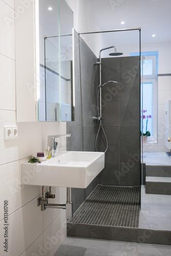 Modernes badezimmer in einer altbau wohnung stockfotos - Altbau badezimmer ...