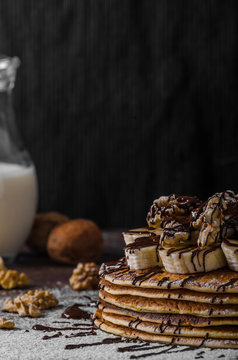 Rustic pancakes with banana