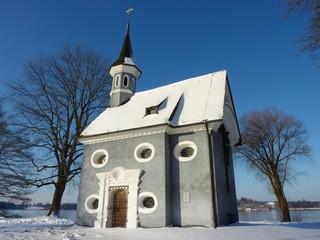 Kapelle auf der Insel Herrenchiemsee im Winter, Bayern, Deutschland