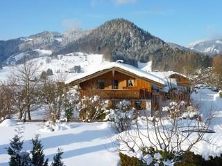 Oberwössen im Chiemgau bei Schnee, Bayern, Deutschland