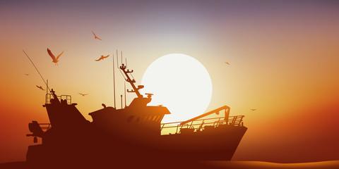 Bateau de pêche - chalutier - Coucher de soleil