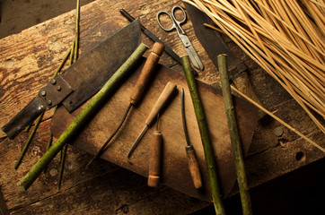 Material raw and old tools for basket weaving