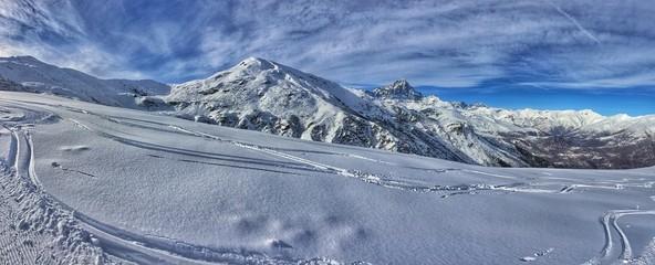 panorama invernale del Monviso