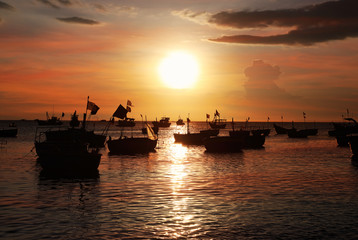 Silhouettes of Vietnamese fishing boat-baskets