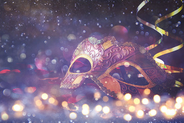 Poster Carnaval elegant venetian, mardi gras mask on glitter background