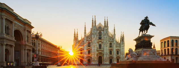 Spoed Fotobehang Milan View of Duomo at sunrise