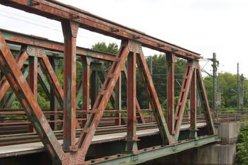 Eisenbahnbrücke in Oberhausen über den Kanal
