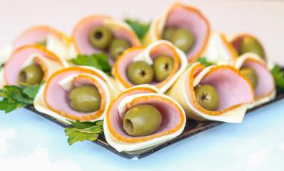 Ветчина в сыре  с оливкой
